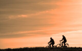 Noa Khamallah présente le guide d'achat des vélos électriques